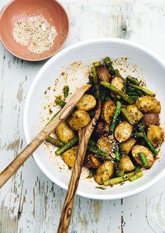 Indonesian potato salad for Midsummer - baby potatoes with seroendeng