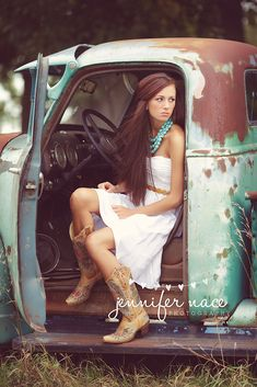 Truck senior picture ideas for girls. Senior pictures with trucks.