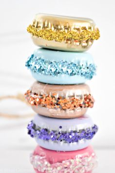 DIY Bottle Cap Crafts - DIY French Macaron Ornaments - Make Jewelry Projects, Creative Craft Ideas, Christmas Presents For Men, Diy Christmas Ornaments, How To Make Ornaments, Garden Ornaments, Christmas Décor, Christmas Colors, Christmas Decorations, Diy Crafts How To Make, Easy Diy Crafts