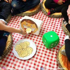 nourrir le garçon - cabane à sucre Preschool Games, Activities For Kids, Sugar Bush, Dramatic Play, Kindergarten, About Me Blog, Maths, Curriculum, Biscuits