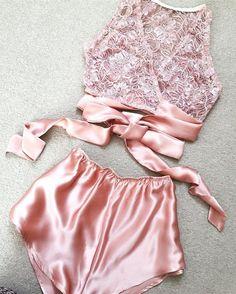 Lingerie Xxl, Lingerie Bonita, Jolie Lingerie, Lingerie Outfits, Pretty Lingerie, Beautiful Lingerie, Lingerie Sleepwear, Nightwear, Pink Lingerie