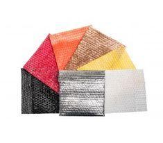 Caixa em papelão rígido cartonada, com visor em plastico transparente, forrada com papel color plus prata.Embalagem para caixa de sapato novela Tititi.