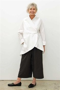 Moyuru white cotton crossover shirt/jacket with soft shawl collar and dipped back Beautiful Outfits, Cool Outfits, Beautiful Clothes, Scarf Sale, White Linen Dresses, White Shirts, Simple Dresses, Shirt Jacket, Shirt Style