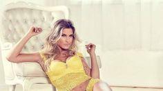 Andressa Suita posa para catálogo de lingerie