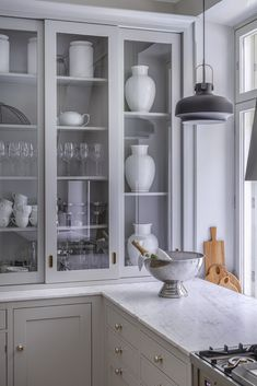 Dalby, sliding doors with clear glass, Smokey Grey and marvellous marble. Glass Kitchen Cabinets, Kitchen Pantry, New Kitchen, Kitchen Dining, Kitchen Decor, Beautiful Kitchens, Cool Kitchens, Cocinas Kitchen, Küchen Design