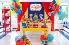 Today you'll learn the best ideas for decorating a Plim Plim theme party: we'll tell you how to make beautiful plim plim table centers for children's Clown Party, Circus Carnival Party, Circus Theme Party, Carnival Birthday Parties, Carnival Themes, Kids Party Themes, Circus Birthday, Baby First Birthday, First Birthday Parties
