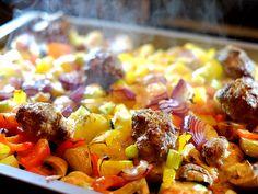 Italiaanse traybake met courgette, paprika, knoflook, champignons, gehakt en mozzarella