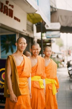 Buddhist Monks in Chiang Mai | photography by http://michellecrossblog.com/