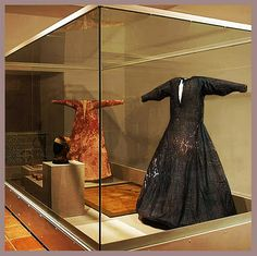 Ecru linen shift and blue silk overdress of Teresa Gil. Moda Medieval, Medieval Life, Medieval Art, Medieval Costume, Medieval Dress, Renaissance Clothing, Renaissance Fashion, Historical Costume, Historical Clothing