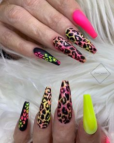 Newest Acrylic Coffin Nails Art Ideas In Fall - Nail Art Connect Perfect Nails, Gorgeous Nails, Pretty Nails, Halloween Acrylic Nails, Cute Acrylic Nails, Bling Nails, Swag Nails, Cheetah Nail Designs, Diva Nails
