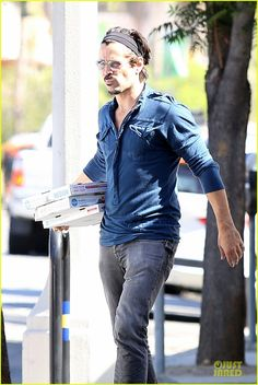 Colin Farrell Loves The Coop's Pizzas - wish my pizza deliveryman looked like this!!