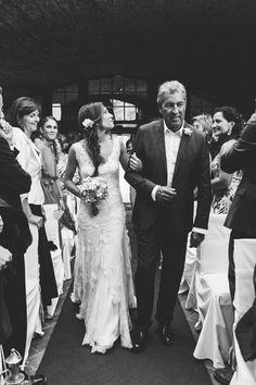 YolanCris |Bibi eligió el vestido de novia romántico Lugano para su boda marinera a orillas del mediterráneo.