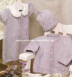 Conjunto dos agujas para bebe de vestido, gorro y chaqueta paso a paso Baby Knitting Patterns, Album, Sweaters, Tops, Women, Girls, Fashion, Knit Jacket, Dresses For Babies