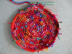 the start of a hot red and scrap yarn crochet basket, crochetbug, use what you have, upcycle, crochet circle Scrap Yarn Crochet, Crochet Mat, Crochet World, Granny Square Bag, Crochet Circles, Knitted Blankets, Design Projects, Crochet Projects, Crocheting