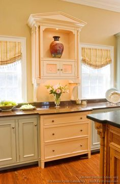 #Kitchen of the Day: Two-Tone Kitchens in Traditional Homes - Gallery. (By Crown Point Cabinetry)