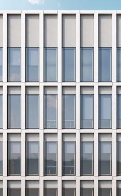 LK Arquitetos: Residencial e prédio de escritórios Schwalbengasse 32 Köln . Office Building Architecture, Building Exterior, Building Facade, Facade Architecture, Classical Architecture, Stone Facade, Glass Facades, Facade Design, Facade House