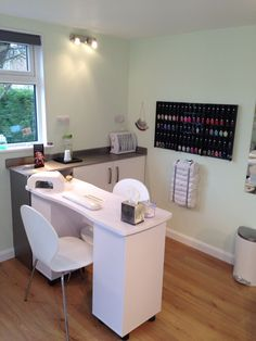 Ideas pedicure spa salon manicure station for 2019 - Manicure Pedicure Home Beauty Salon, Home Nail Salon, Nail Salon Design, Beauty Salon Decor, Salon Interior Design, Beauty Salon Interior, Salon Nails, Manicure Station, Nail Station