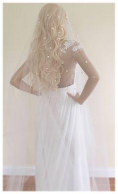 Bridal Hair Half Up With Veil, Veil Hair Down, Bridal Boudoir Photography, Friend Photography, Maternity Photography, Couple Photography, Photography Poses, Veil Hairstyles, Wedding Hairstyles