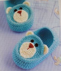 Knit Baby Booties Patterns – Knitting And We Knit Baby Booties, Booties Crochet, Crochet Slippers, Bear Slippers, Crochet Baby Clothes, Crochet Baby Shoes, Crochet Crafts, Crochet Projects, Baby Knitting Patterns