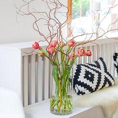 FRESH SPRINGSTAR - 10 französische Tulpen und ein Bund Korkenzieherweide  - Kostenloser Versand - Persönliche Grußkarte gratis #freshflowers #blooms #flowers