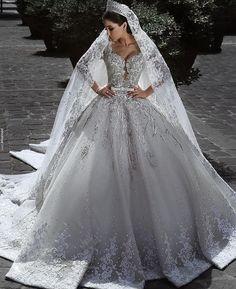 Vestido de noiva lindo!    www.youtube.com/veudenoiva