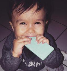 Tartine ©®est un anneau de dentition rectangulaire qui soulage des les bébés poussées dentaires. En silicone souple, la Tartine atteint facilement les dents du fond pour soulager les gencives douloureuses...