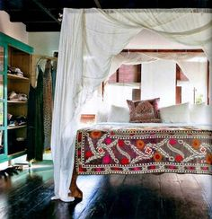 How awesome is this canopy bed?
