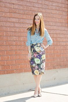 Mara of MLovesM giving us her take on #summerflorals! Get the full story at verilymag.com #verilywoman