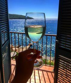 13 Greatest Wine Dispenser On Tap White Wine, Red Wine, Wine Dispenser, Wine Photography, Wine Art, Wine Time, Instagram Story Ideas, Wine Tasting, Summer Vibes