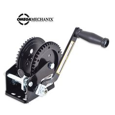 Omega Mechanix Handlier enkele snelheid 1500 kg (2119087). Nu te bestellen in onze webshop!  Handmatige lier voor het hijsen, vieren van bijvoorbeeld voertuigen, aanhangers en andere objecten. Deze lier heeft een capaciteit van 1500 kg, 1 snelheid en is voorzien van een handmatige rem.