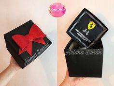 """Ariana Duran on Instagram: """"Feliz inicio de semana ✨ Les dejo este diseño de caja con mensaje dentro, pueden poner a su gusto un collage de fotos, una propuesta,…"""" Gift Wrapping, Gifts, Instagram, Box Design, Proposal, Christmas Ornaments, Crates, Messages, Gift Wrapping Paper"""