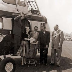 Walt, with Anaheim Mayor Charles Pearson on his left, welcome guests to Disneyland arriving by helicopter. Los Angeles Airways offered 15 minute flights from LAX to Disneyland starting in 1956, but discontinued service after two fatal crashes in 1968.#Walt #waltdisney #disney #disneyland #dlr #disneylandresort #disneylandpark #disneyworld #vintagedisneyland #anaheim #anaheimhistory #helicopters #throwback #tbt #fbf ヴィンテージディズニーランド, レトロなディズニー, ディズニーの魔法, ディズニーのテーマ