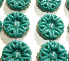 24 Lovely Vintage Flower Buttons -Choice of 8 Colours, 2 Sizes