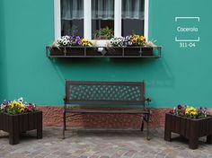 Dale alegría a tu exterior con un tono turquesa y muchas flores para acompañar ese gran lugar. #BienHecho Exterior Paint Colors, Exterior House Colors, Spanish House, Interior Decorating, Interior Design, Room Paint, Colorful Interiors, Beautiful Homes, Pintura Exterior