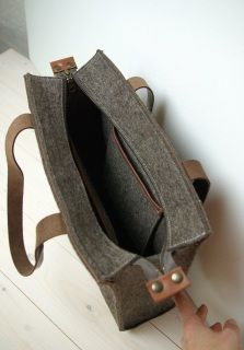 Items similar to FELT xl TOTE SHOPPER zipper sandbrown - leather details - large - laptopbag for men on Etsy Fabric Purses, Fabric Bags, Sew Together Bag, Womens Designer Bags, Sewing Leather, Shopper, Zipper Bags, Cloth Bags, Purses And Bags