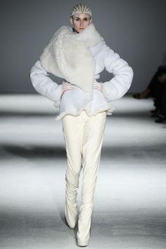 Gareth Pugh RTW Fall 2014 - Slideshow - Runway, Fashion Week, Fashion Shows, Reviews and Fashion Images - WWD.com