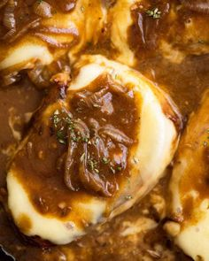 French Onion Smothered Pork Chops - Overhead photo of French Onion Smothered Pork Chops in a skillet, fresh off the stove La mejor image - Seared Pork Chops, Juicy Pork Chops, Pork Sirloin Chops, Beef Steaks, Pork Recipes, Cooking Recipes, Healthy Recipes, Slider Recipes, Healthy Cooking