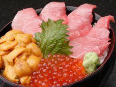 Cheap eats in Tsukiji Market: Nakaya - otoro, uni, ikura don