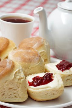 Scone and jam   pinned by http://www.cupkes.com/