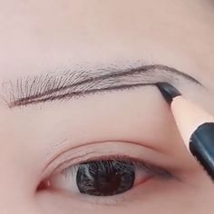 Makeup Natural Tutorial - Make-up - Eye-Makeup Eyebrow Makeup Tips, Makeup Tutorial Eyeliner, Makeup Eye Looks, Natural Eye Makeup, Skin Makeup, Eyeshadow Makeup, Eyebrow Tutorial, Makeup For Eyebrows, Natural Lip Plumper