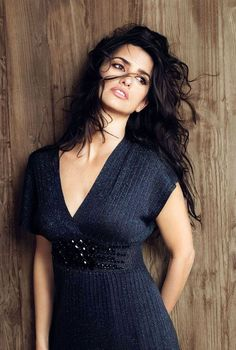 Penelope Cruze, Vicky Cristina Barcelona, Spanish Actress, Great Women, Hollywood Actresses, Gorgeous Women, Beautiful Latina, Short Sleeve Dresses, Monica Cruz