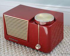 RCA Mid Century Tube Radio modern design by AmericanRadioDesign Retro Design, Modern Design, Poste Radio, Lps, Retro Appliances, Retro Radios, Transistor Radio, Record Players, Cassette