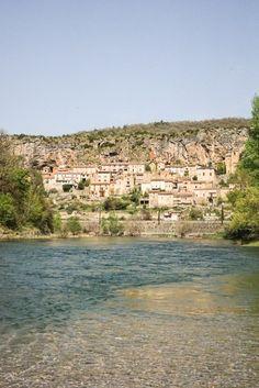 Village semi troglodyte de Peyre en Aveyron Beaux Villages, Grand Canyon, Nature, Travel, Wren House, Tourism, Naturaleza, Viajes, Destinations
