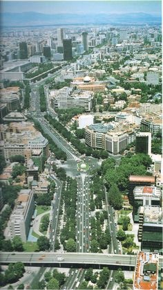 Paseo de la Castellana, one of the longest streets of Europe Beautiful Sites, Most Beautiful Cities, Great Places, Places To See, Foto Madrid, Le Palais, World Cities, Spain And Portugal, Spain Travel