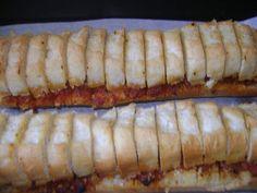 PREFOU AU CHORIZO J'ai découvert le préfou vendéen lors d'un repas cet été au moment de l'apéro et j'avoue que j'ai adoré. Depuis, j'en achète de temps en temps dans le commerce, et, l'autre jour, je me suis lancée. C'est ultra simple à faire et c'est... Chorizo, Appetizer Recipes, Appetizers, Commerce, Breakfast Time, Moment, No Cook Meals, Hot Dog Buns, Finger Foods