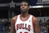 Vremešni centar će nastaviti saradnju sa Čikagom, dok je novi član Dalasa Doron Lemb. Svoju 17. sezonu u NBA ligi Nazr Mohamed će odigrati u istom tim...