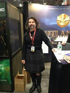 Executive Producer Ron Moore in a kilt. Outlander soon on Starz) Outlander News, Diana Gabaldon Outlander Series, Outlander Season 1, Outlander Book Series, Outlander Tv Series, Ron Moore, Terry Dresbach, John Bell