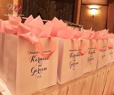 20 Thank You bags for Wedding favors for guests - Personalized paper Welcome bags with Blush satin ribbon and Navy Blue names - Elegant party favors - Mr and Mrs welcome DETAILS - Set of 20 white…More Wedding Gift Bags, Wedding Gifts For Guests, Wedding Welcome Bags, Unique Wedding Favors, Wedding Party Favors, Wedding Thank You, Unique Weddings, Wedding Invitations, Welcome Party