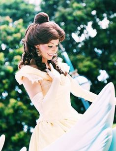 Princess Belle, Disney Princess, Walt Disney Pictures Movies, Belle Cosplay, Princess Pictures, Disney Face Characters, Princess Collection, Vacation Places, Picture Poses