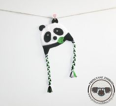 Retrouvez cet article dans ma boutique Etsy https://www.etsy.com/ca-fr/listing/237091482/tuque-panda-en-tricot-bonnet-animal-au